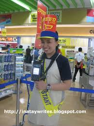 an ina tay writes supermarket shopping an umph a customer assistant will scan the item s while your still in line so you just have to pay to the pretty cashier
