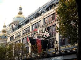 CHRISTMAS LIGHTS IN PARIS - S Marks The Spots