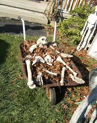 ideas outdoor halloween pinterest decorations: cheap halloween yard decoration idea pictures middot diy outdoor halloween ideasfall