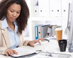 what is a senior administrative assistant pictures a senior administrative assistant be responsible for organizing schedules and travel
