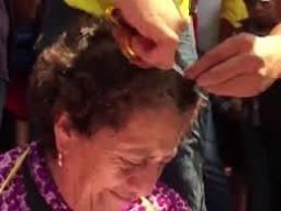 Meksika'da ispiyoncu öğretmenlerin saçlarını kestiler