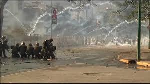 Resultado de imagen para Venezuela: Maduro saca a los militares a la calle