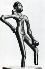statuette f eacute minine en ronde bosse la danseuse bronze mohenjo statuette feacuteminine en ronde bosse la danseuse bronze mohenjo daro civilisation urbaine de l indus 2800 1600 museacutee national de new de