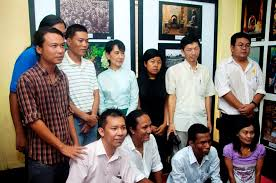 profile tun tun aye aung san suu kyi participating photographers at the sketching light photo exhibition