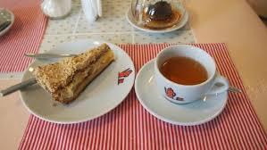 Пирог с персиком и <b>ананасом</b>, сверху тёртый <b>грецкий орех</b> ...