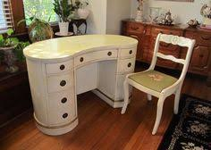 cute vintage kidney shape desk see more at httpredposiecom chic vintage home office desk cute