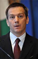 Das ungarische Parlament hat den bisherigen parteilosen Wirtschaftsminister Gordon Bajnai zum neuen Ministerpräsidenten gewählt. Mit 204 Ja-Stimmen sowie ... - bajnaj-ungarns-regierungschef-ja-misstrauensantrag-239190_i