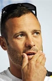 Nel giorno del dramma di Pretoria, in cui il campione Oscar Pistorius ha freddato con 4 colpi di fucile la sua fidanzata, nella testa e nel cuore corrono ... - oscar-pistorius_225X349