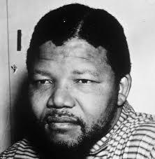 """Fotografia është bërë në afërsi të sahatkullës """"Big Ben"""" dhe Parlamentit britanik. Më 12 qershor 1964, Nelson Mandela është dënuar më burgim të përjetshëm ... - 12%2520qershor%25201962%2520nelson%2520mandela-1386333152"""