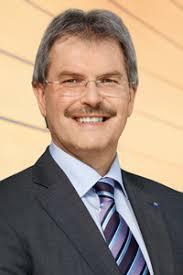Karl Wilfing Gerade in einer zunehmend globalisierten Welt, gewinnen Aus- und Weiterbildung immer mehr an Bedeutung. EDV-Kompetenz ist in unserer modernen ... - noe-lr-wilfing200