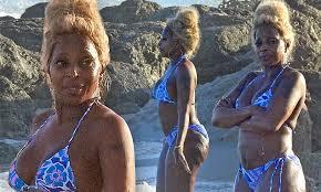 <b>Mary J Blige</b> flaunts her figure in a bikini during makeup free beach ...