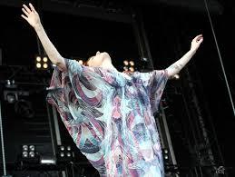 Resultado de imagen para imagenes Florence And The Machine Hurricane 2012
