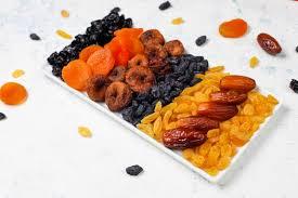 Различные сухофрукты, <b>финики</b>, сливы, изюм и инжир ...