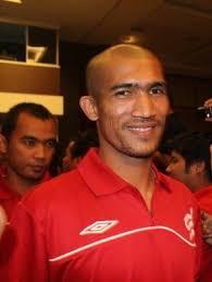 Indra putra mahayuddin merupakan kapten baru pasukan kelantan musim 2010 menggantikan Badhri Radzi/Piya yang telah mengalami kecederaan panjang pada musim ... - indra
