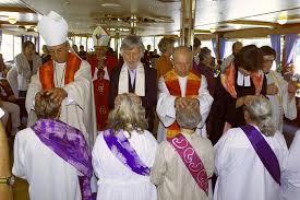 Resultado de imagen para ordenaciones de presbiteras catolicas romanas en el danubio