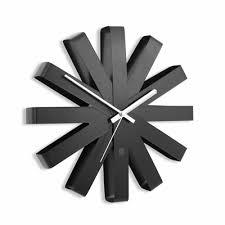<b>Часы настенные Ribbon</b>, черныe с логотипом