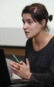 Es una de las reflexiones que lanzó ayer la historiadora Ana González Fernández, estudiosa de las prácticas creativas de vanguardia en el Principado, ... - ana_gonzalez