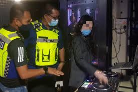 <b>Cops</b> test '<b>sexy</b>' DJ's skill to determine if she has genuine mixing ...