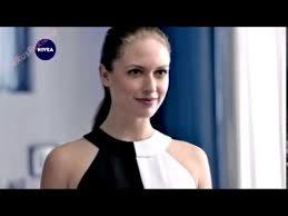 Реклама <b>Нивея Невидимая защита</b> - Эффективен от пятен на ...