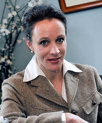 Paula Broadwell Fans of military and political literature likely know the name Paula Broadwell for her book All In: The Education of General David Petraeus, ... - PaulaBroadwell_350_111212