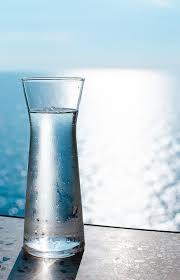 Risultati immagini per bottiglie d'acqua