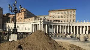 Sand sculptors prepare <b>Nativity Scene</b> in St. Peter's Square ...