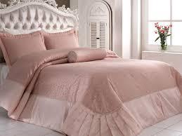 Виды <b>покрывал</b> на кровать: украшаем интерьер в современном ...