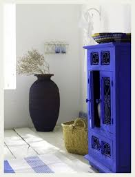 painting ugly stained furniture with bright bold colors to blue furniture