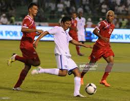 honduran mauricio sabillon c vies for pictures getty images honduran mauricio sabillon c vies for the ball against nian players blas perez