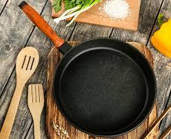 Чугунная <b>сковорода</b>: плюсы и минусы, можно ли запекать в ...