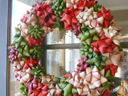 cheap christmas decor: go for a bow wreath  diy christmas bow wreath sl