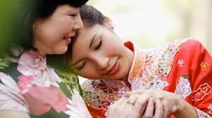 Kết quả hình ảnh cho Mẹ chồng nên tặng quà gì cho con dâu ngày cưới?