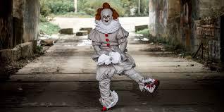 Владимирец гуляет по городу в <b>костюме</b> клоуна Пеннивайза из ...