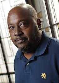 """Lyonel Trouillot vit à Port-au-Prince où il est né en 1956. Il est l'auteur de romans, dont """"L'Amour avant que j'oublie"""", et de poèmes comme """"Eloge de la ... - trouillot"""