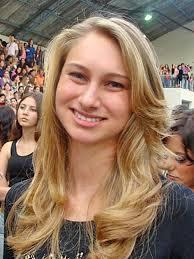 Micaela White nasceu na Califórnia, Estados Unidos, está em Curitiba há pouco mais de um mês e compareceu ao ginásio do Paraná Clube também para entrar na ... - americana