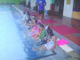 Hasil gambar untuk Mendidik Anak Usia 18 Bulan Latihan Di Kolam Renang