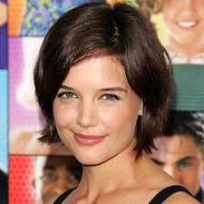 O mesmo Perez Hilton que anunciou a participação de Katie Holmes em cinco episódios da nova temporada de Glee, agora informa que a ... - katie-holmes-hair-400a073007