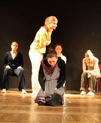 O emocjach powstających na scenie, odgrywaniu ról społecznych i miejscu współczesnego teatru w świadomości ludzi – mówi Anna Ciszowska – teatrolog, ... - wywrot-7