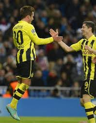 Ouch! Robert Lewnadowski smacks Mario Gotze in the balls during Schalke 2   Dortmund 1