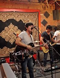 pastilla es una de las banda ms representativas de la escena local desde aquel primer lbum que contiene xitos como amor metal julio banda vim de lounge