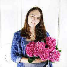 <b>Букет 5 розовых гортензий</b> купить с доставкой в СПб
