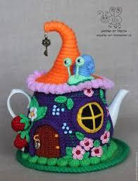 Купить или заказать <b>Грелка на чайник</b> 'Ягодный домик' . С ...