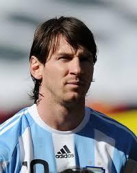 Papercraft del futbolista argentino Leo Messi.