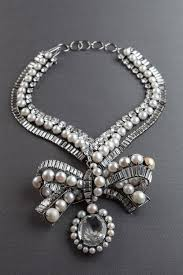 <b>Pearl</b> and rock <b>crystal bow</b> choker