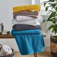 Linge de bain , serviette de toilette, été 2018, <b>Françoise</b> Saget ...