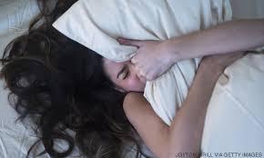 Resultado de imagen para ¡Sientes que te caes mientras duermes por este motivo!