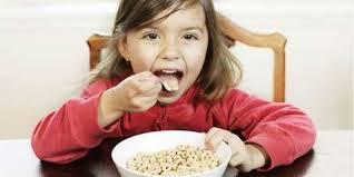 Inilah Cemilan Sehat Pada Anak. Oleh: Indah Winarso - 2027059-5
