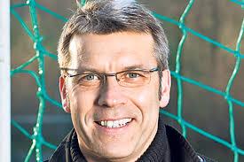 Peter Knäbel kämpft für den Erfolg des Schweizer Fussballs. Er setzt dabei in erster Linie auf die Jugend, zu der auch sein Sohn zählt. - 1104Cz_R5_pers_Peter