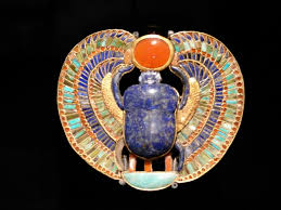falcon collar tut exhibit king tutankhamun exhibit collection artifacts found in king tut s tomb ancient ians believed in an afterlife description from grenemprobof