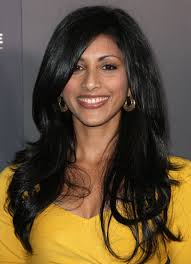 Reshma Shetty looked gorgeous wearing her lush locks in a dramatic side part. - Reshma%2BShetty%2BLong%2BHairstyles%2BLong%2BSide%2BPart%2B7LarRbEYA8nl